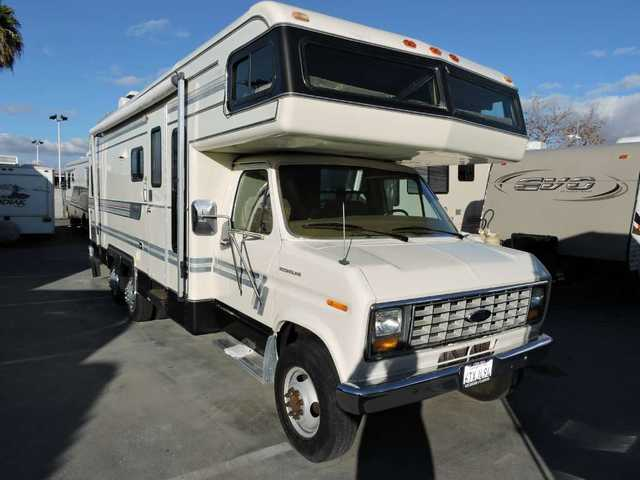 1987 Used Holiday Rambler 27' Rear Twin Beds Class C in