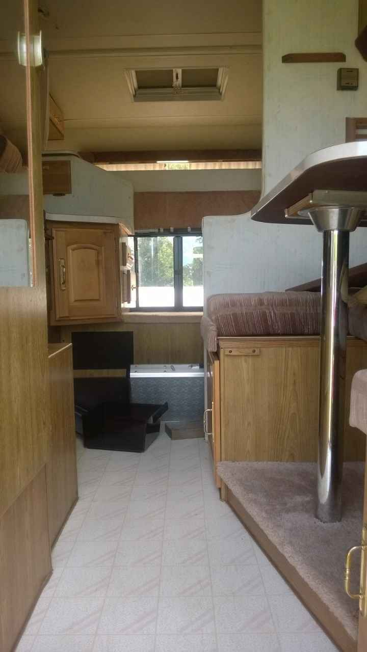 1991 Used Fleetwood Caribou Truck Camper in Minnesota MN