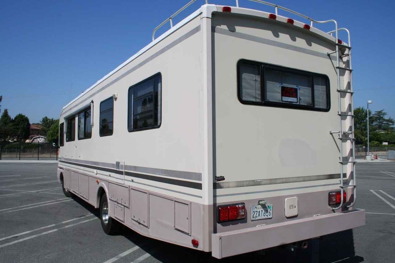 1992 Used Fleetwood BOUNDER 34C Class A in California CA