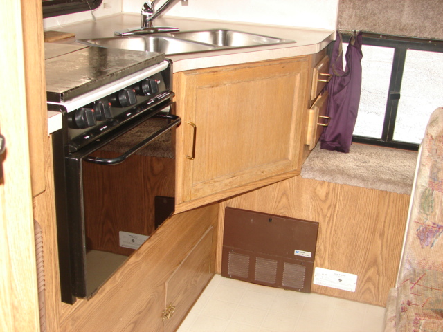 1994 Used Fleetwood Caribou 9e Truck Camper In Oregon Or