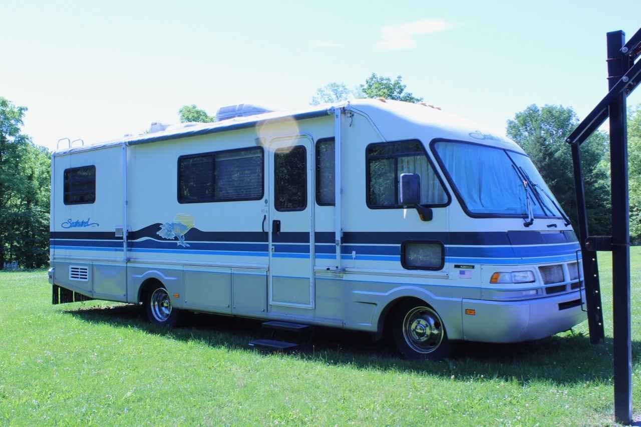 1994 Used Fleetwood Southwind 30 Class A In Indiana In
