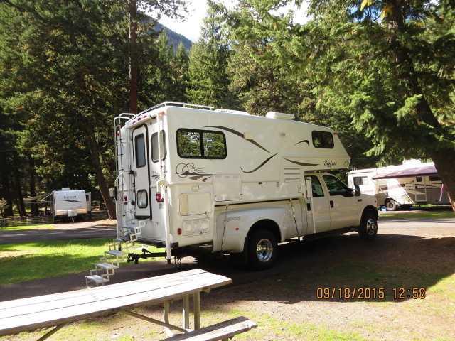2003 Used Bigfoot 25c 10 6e Truck Camper in Washington WA