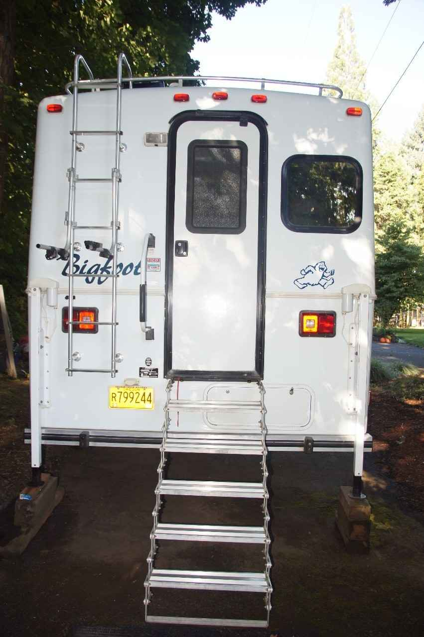 2004 Used Bigfoot 25C 10 6E Truck Camper in Oregon OR