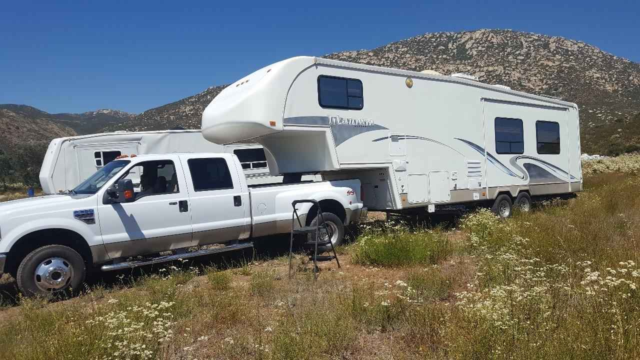 2004 Used Glendale Titanium 32e37ds Fifth Wheel In