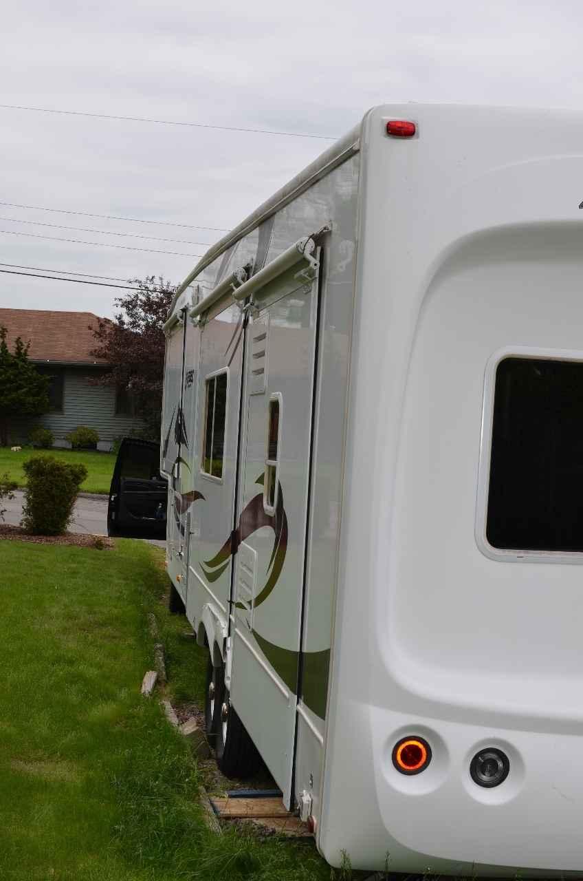 vehicle 2005 Used Keystone EVEREST 366I Fifth Wheel in Pennsylvania PA 122101594 592625f1eb32b041de0990c0