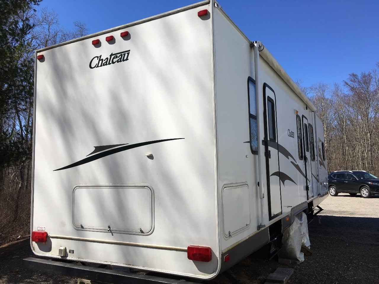 2005 Used Thor Motor Coach Chateau 32ly Travel Trailer In