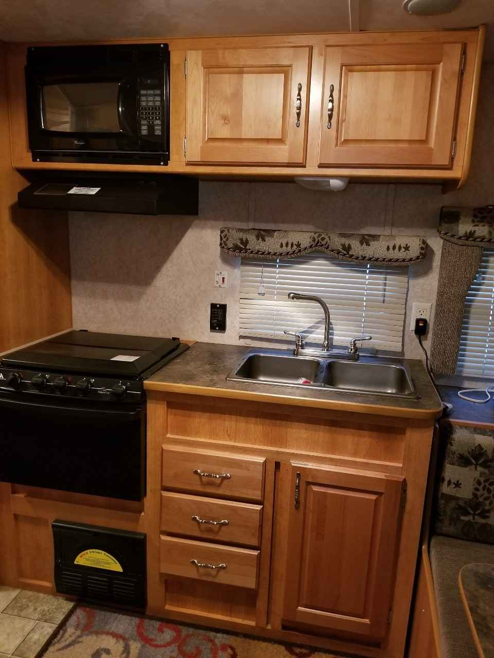 2006 Used Extreme Monterey 194ts Travel Trailer In