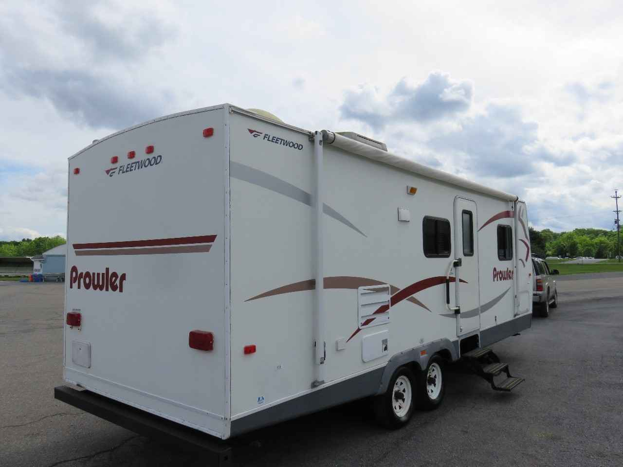 2007 Used Fleetwood Prowler 270fqs Travel Trailer In