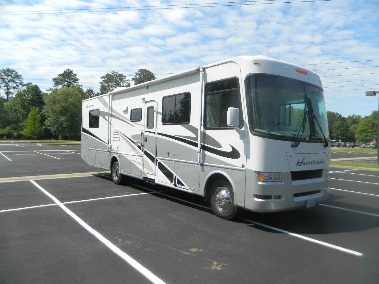 2007 Used Thor Motor Coach Hurricane 33h Class A In