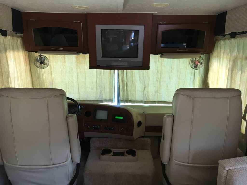 Ford Dealers In Ky >> 2007 Used Thor Motor Coach Hurricane 31D Class A in ...