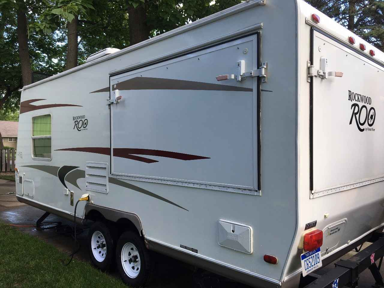 2008 Used Forest River Rockwood Roo 233 Travel Trailer In
