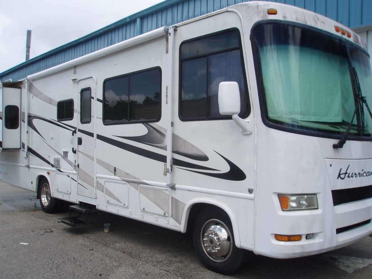 2008 Used Thor Motor Coach Hurricane 33t Class A In Florida Fl
