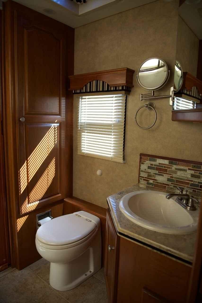 2009 Used Country Coach Veranda 300 Class A In Ohio Oh