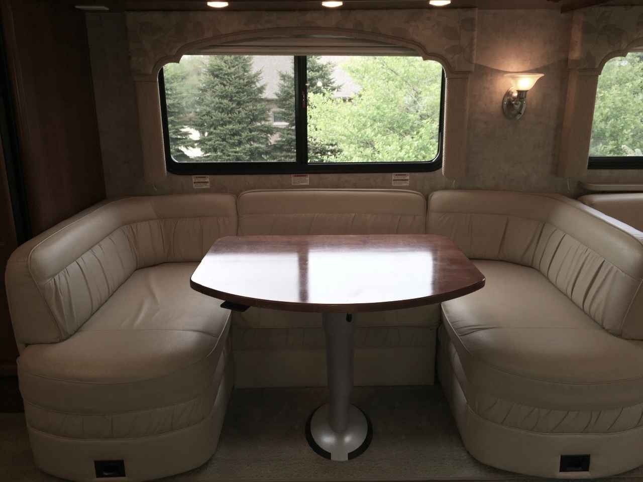 2009 Used Fleetwood Bounder 38p Class A In Wisconsin Wi