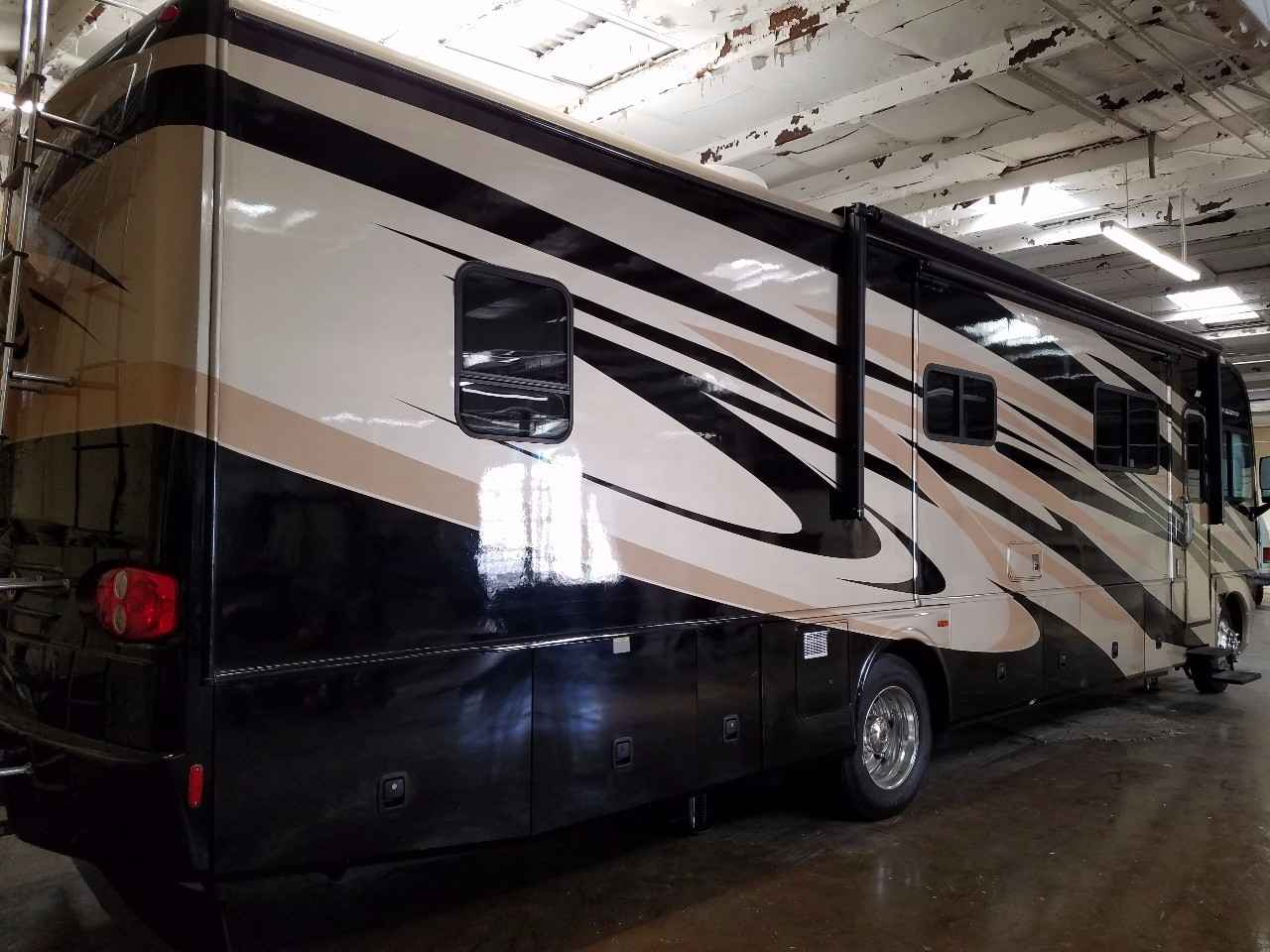 2009 Used Fleetwood Pace Arrow 38p Class A In North