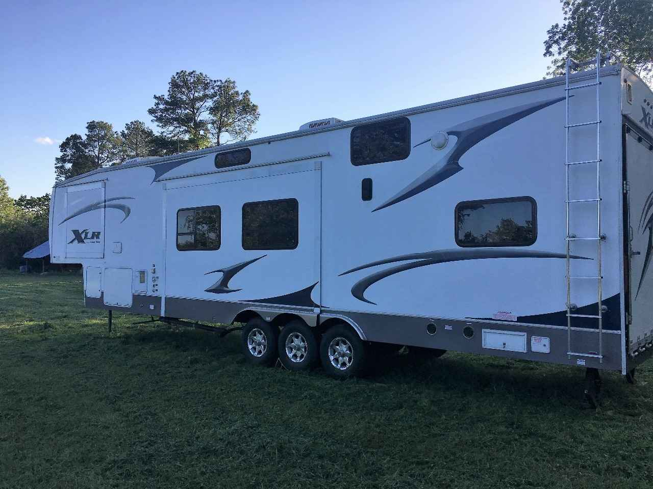 2009 Used Forest River XLR THUNDERBOLT 40X12 Toy Hauler in ...