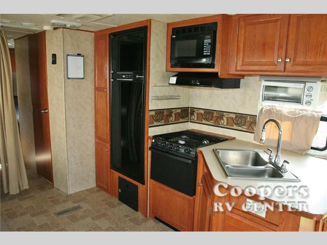 2010 Used Holiday Rambler Campmaster 28RLS Travel Trailer in