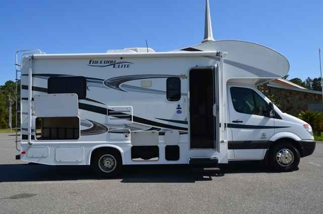 2011 Used Thor Motor Coach Freedom Elite 23s Class B In