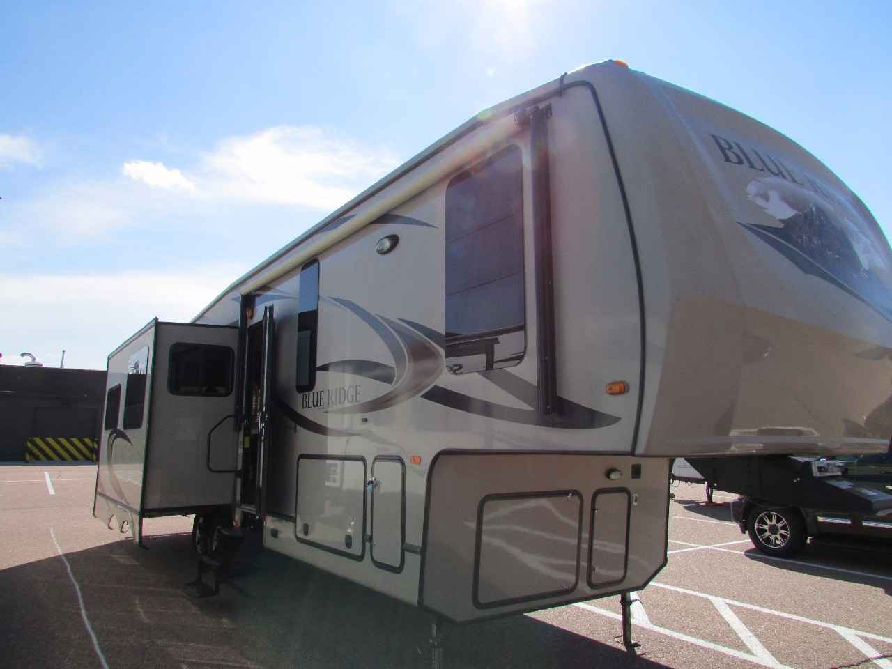 2012 Used Forest River Blue Ridge 3025rl Fifth Wheel In