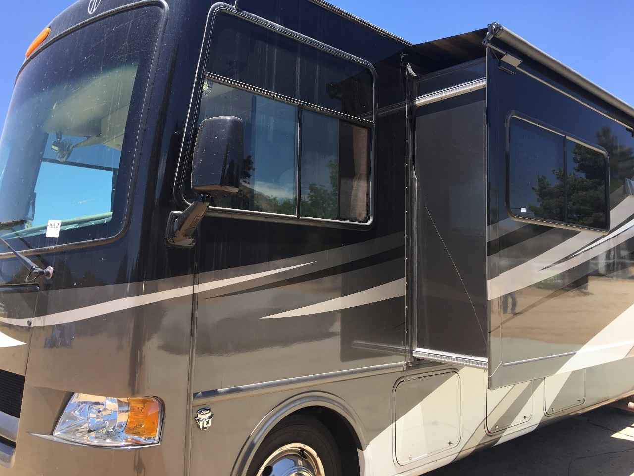 2012 Used Thor Motor Coach Hurricane 31g Class A In