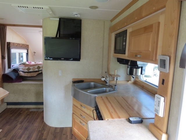 2013 Used Chalet Rv Ts116fb Truck Camper In New Hampshire Nh