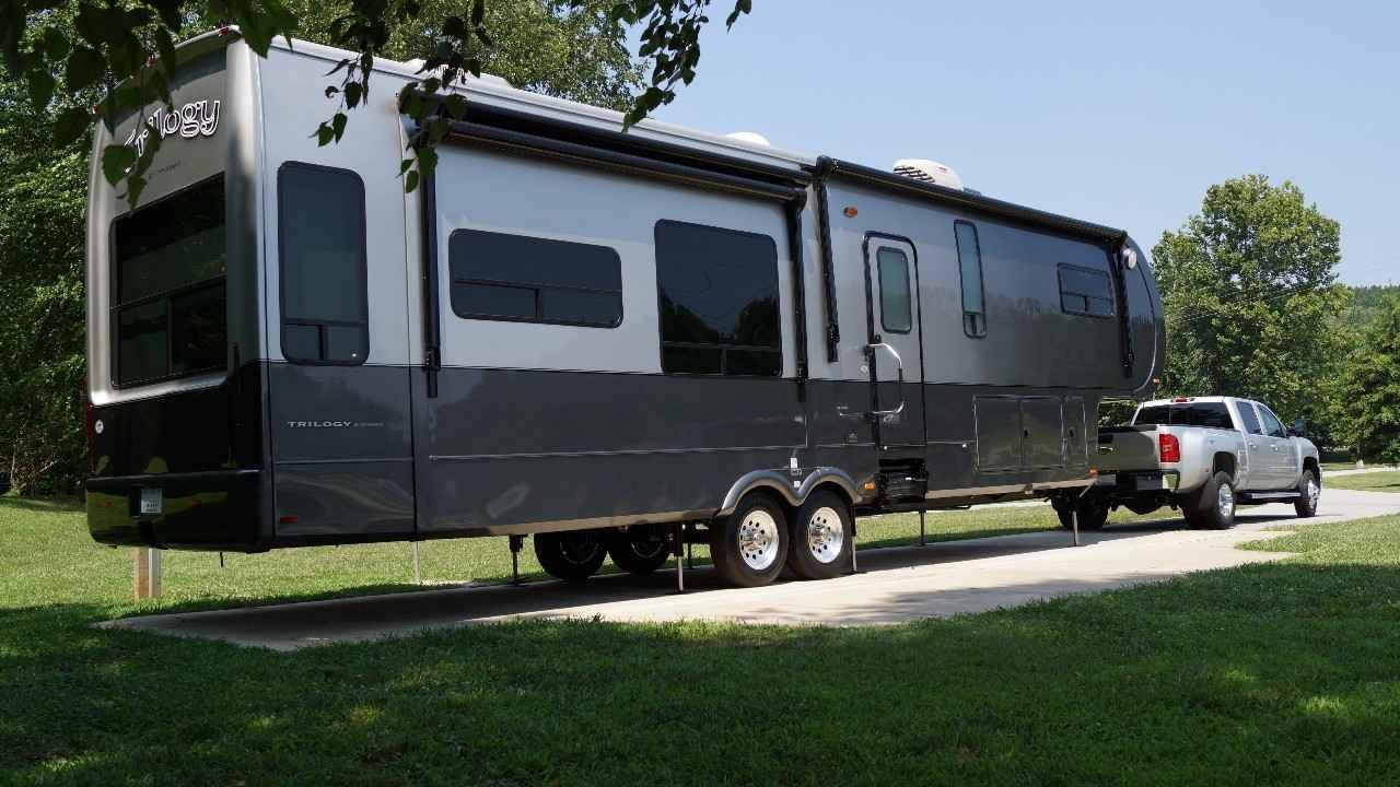 2013 Used Dynamax Corp Trilogy 38rl Fifth Wheel In California Ca