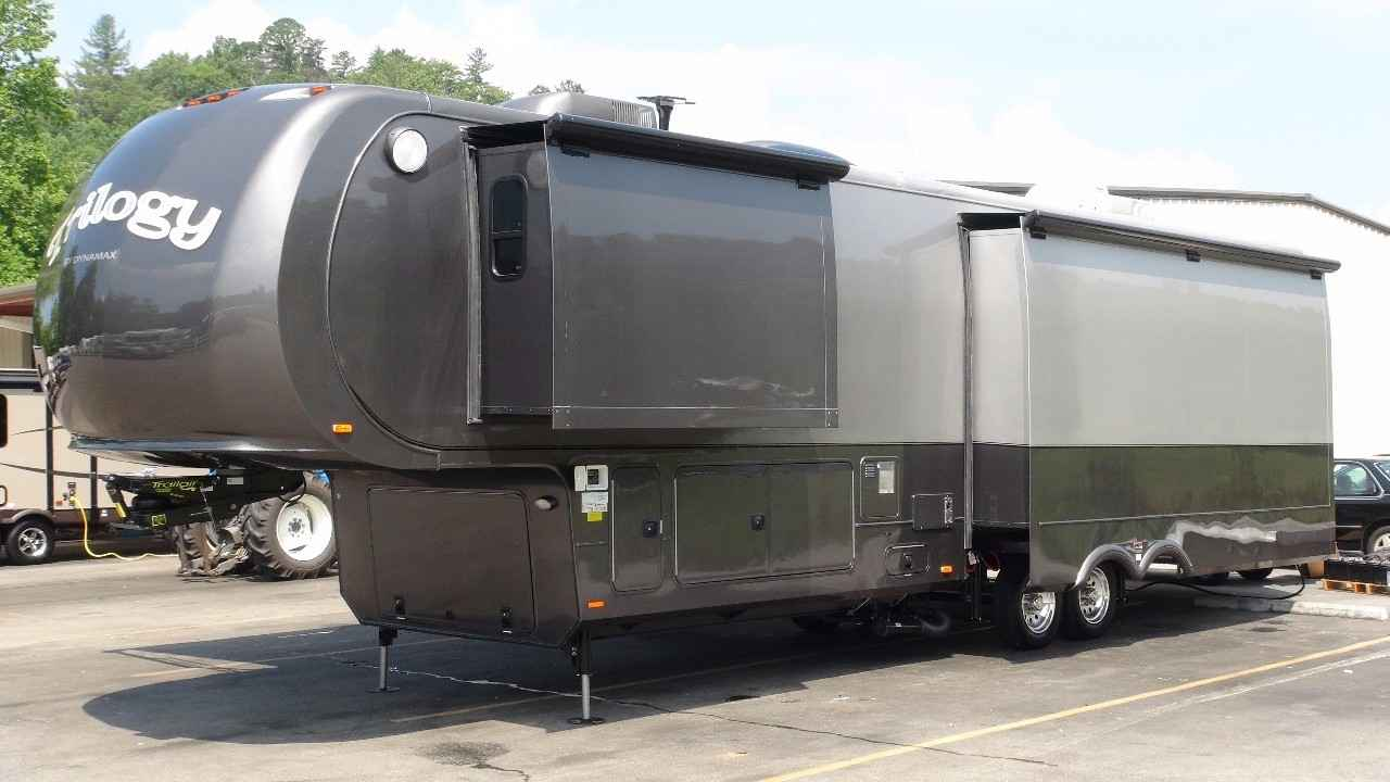 2013 Used Dynamax Corp Trilogy 38rl Fifth Wheel In