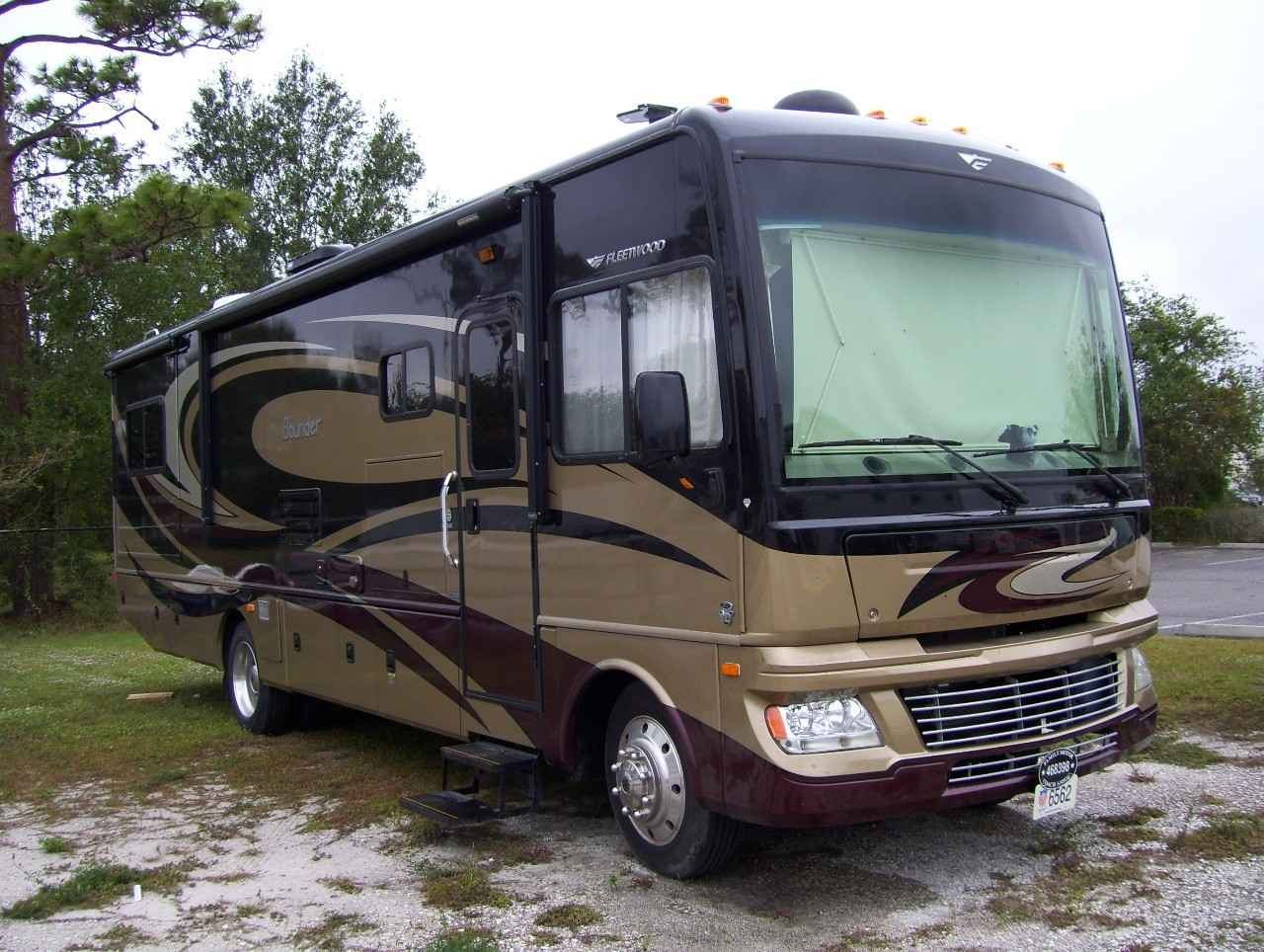 2013 Used Fleetwood BOUNDER 33C Class A in Florida FL