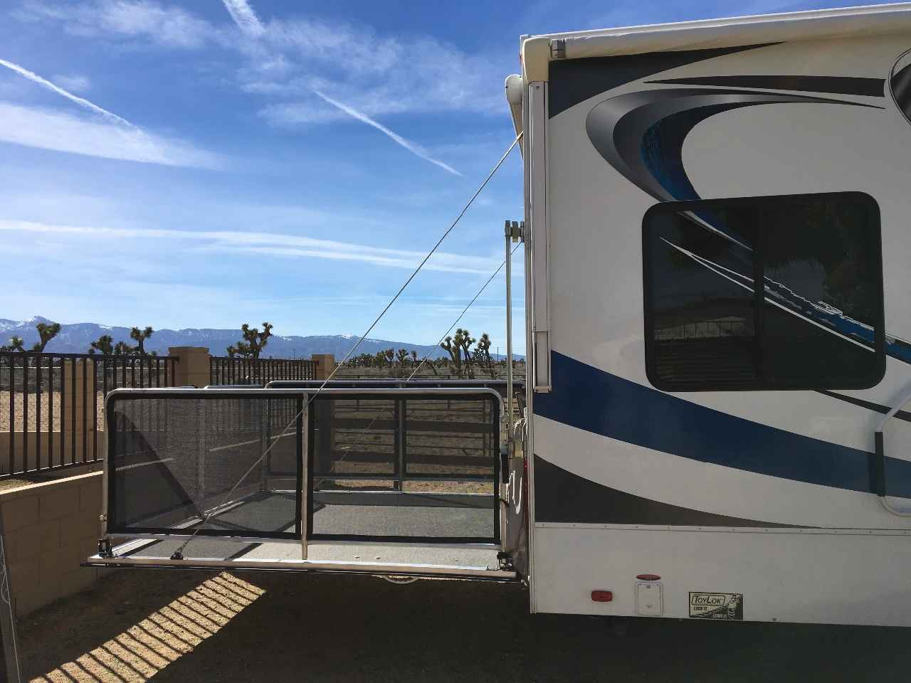 Dump truck likewise 8 Keys To Choosing The Right Rv Floor Plan The First Time And 1 Area That Matters Less Than You Might Think together with Weekend Warrior Fsc3200 furthermore Brand New 2014 Weekender 130 Travel Trailer Shorty 10950 26636237 as well Thor Avanti 2806. on california used toy hauler