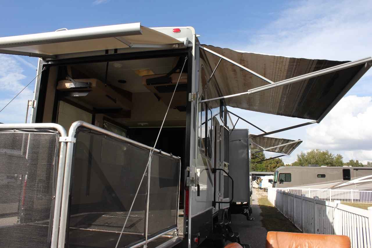 2013 used heartland cyclone 4100 king toy hauler in florida fl. Black Bedroom Furniture Sets. Home Design Ideas