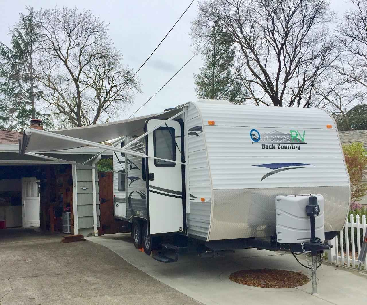 2013 Used Outdoors Rv Manufacturing Back Country 18f