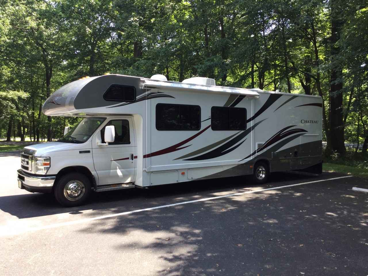 2013 Used Thor Motor Coach Chateau 31l Class C In New