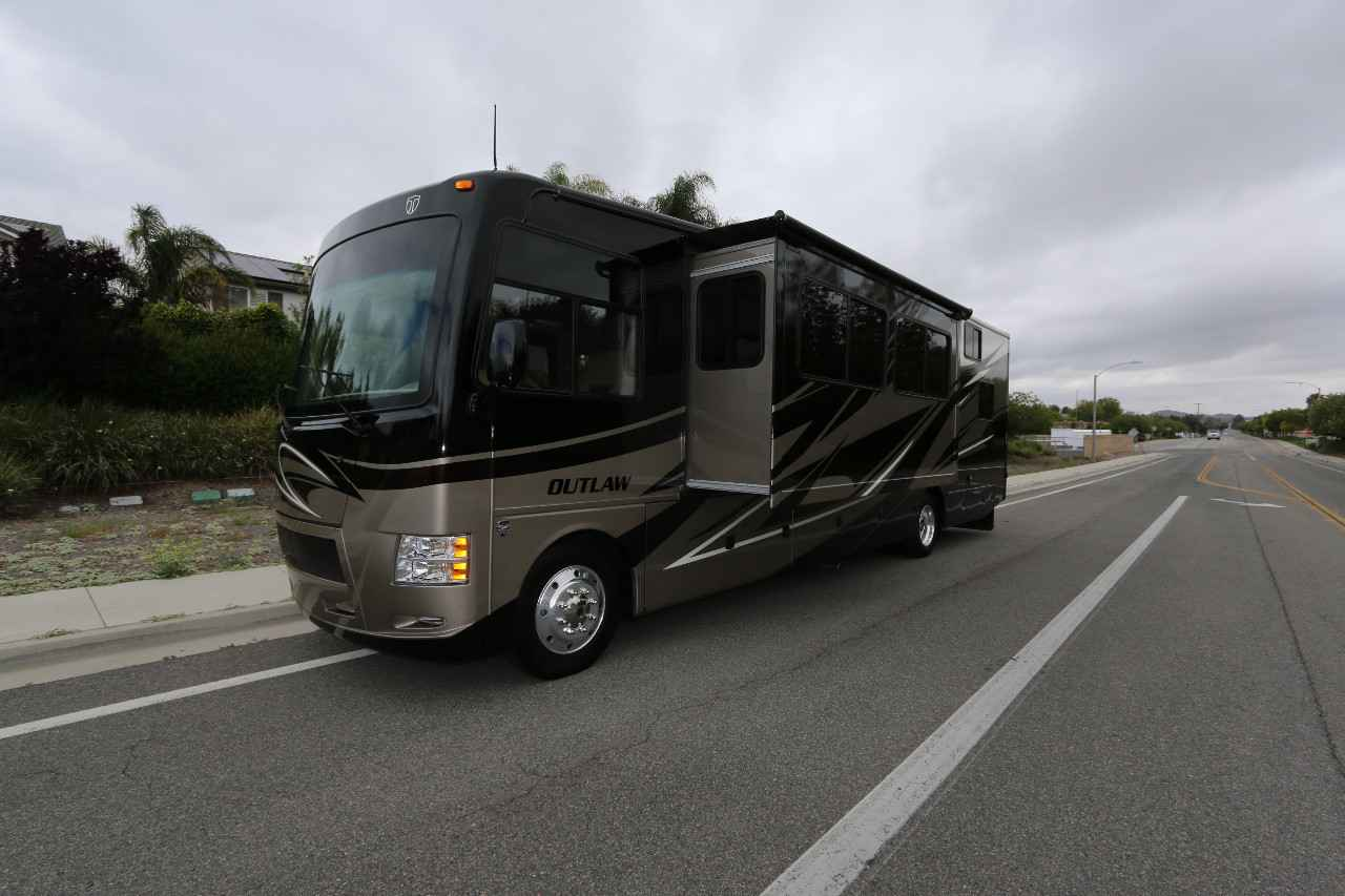 2013 used thor motor coach outlaw 37ls class a in for 2013 thor motor coach