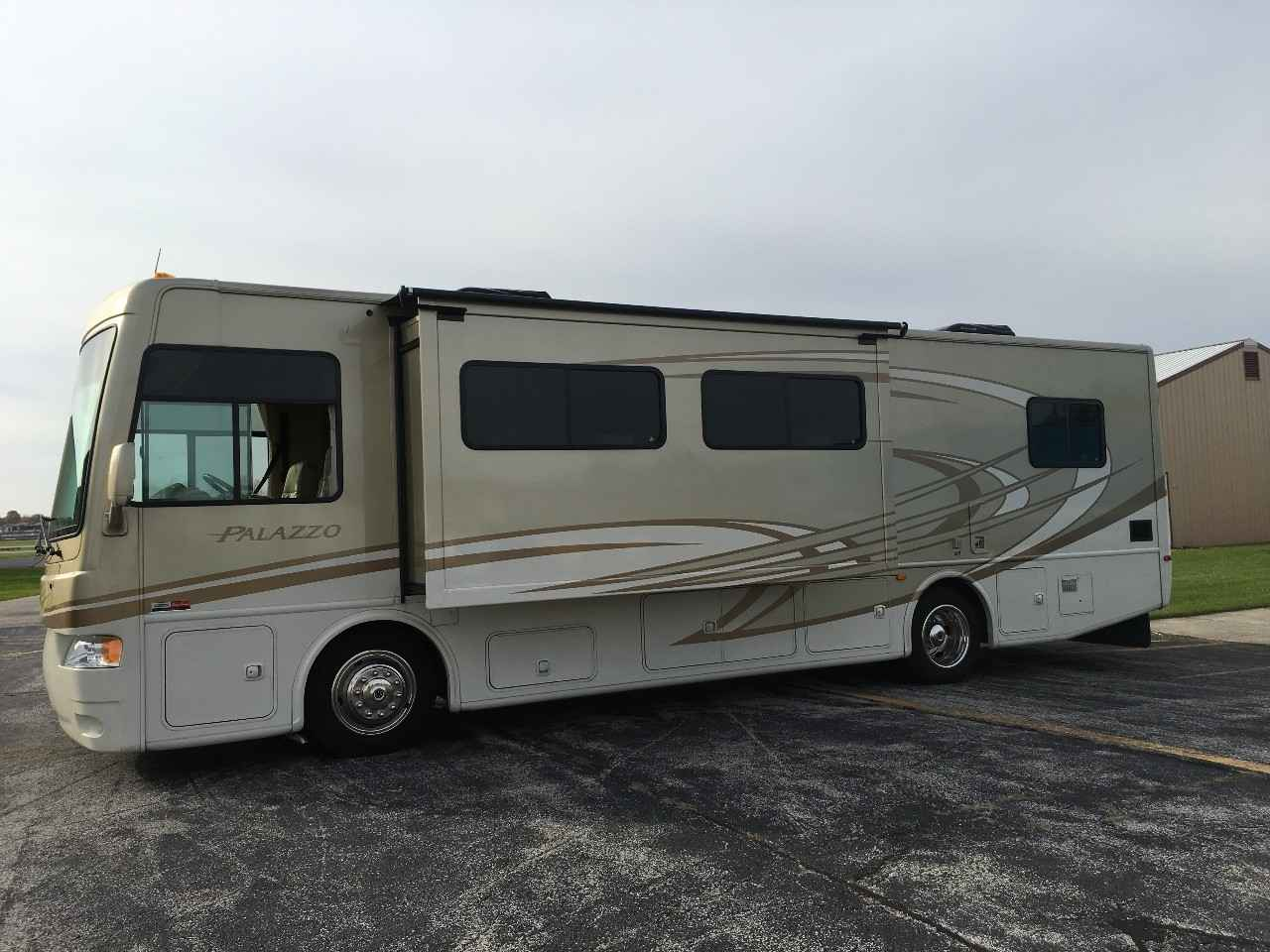 2013 used thor motor coach palazzo 33 1 class a in indiana in for Class a motor coach