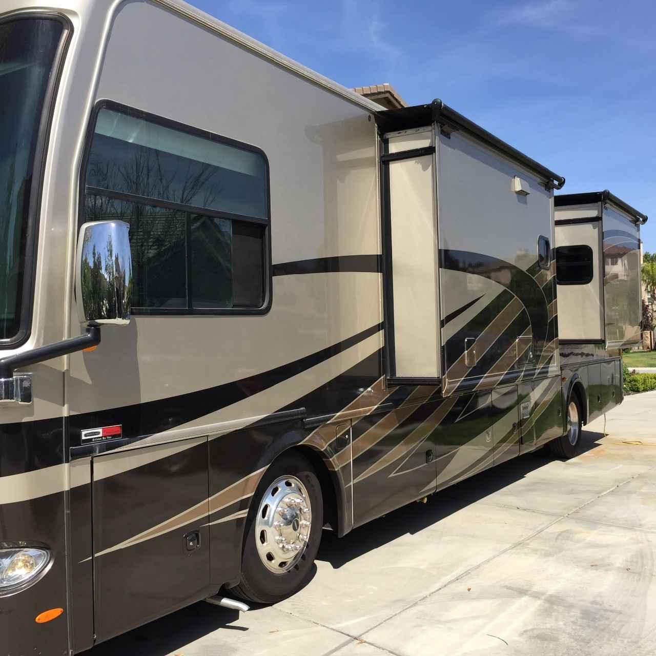 2013 used thor motor coach tuscany xte class a in for Class a motor coach