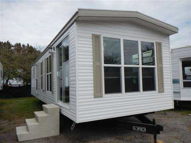2014 New Dutch Park Homes Cambridge 2 Bedroom Front