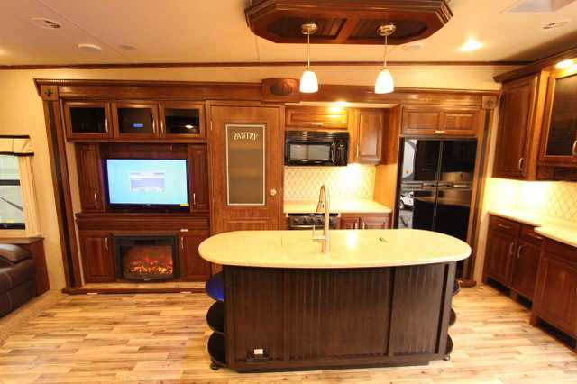 2014 Used Grand Design Solitude 369rl Fifth Wheel In