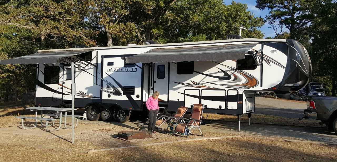 2014 used heartland cyclone 4100 king toy hauler in texas tx. Black Bedroom Furniture Sets. Home Design Ideas