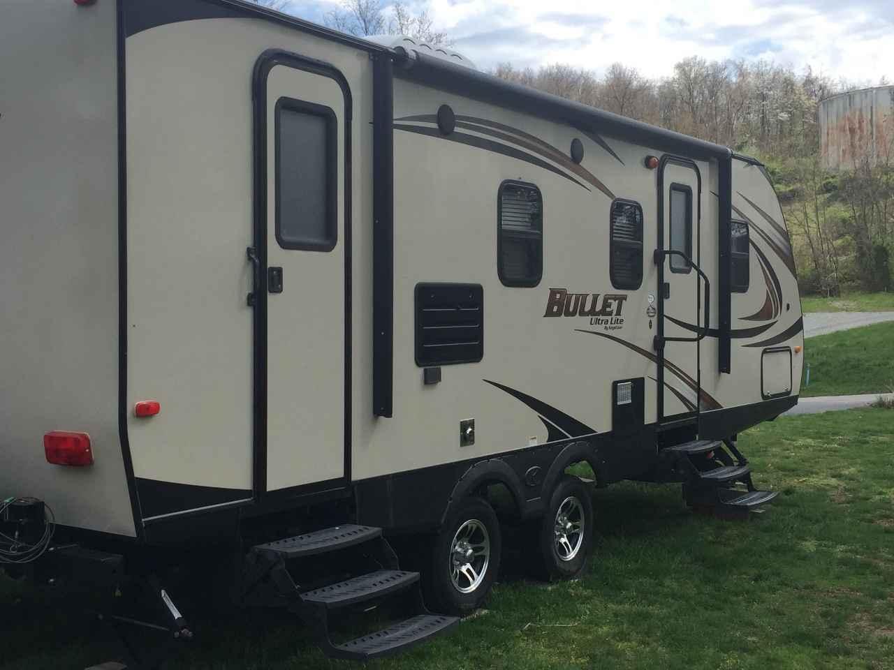 2014 used keystone bullet ultra lite travel trailer in pennsylvania pa. Black Bedroom Furniture Sets. Home Design Ideas