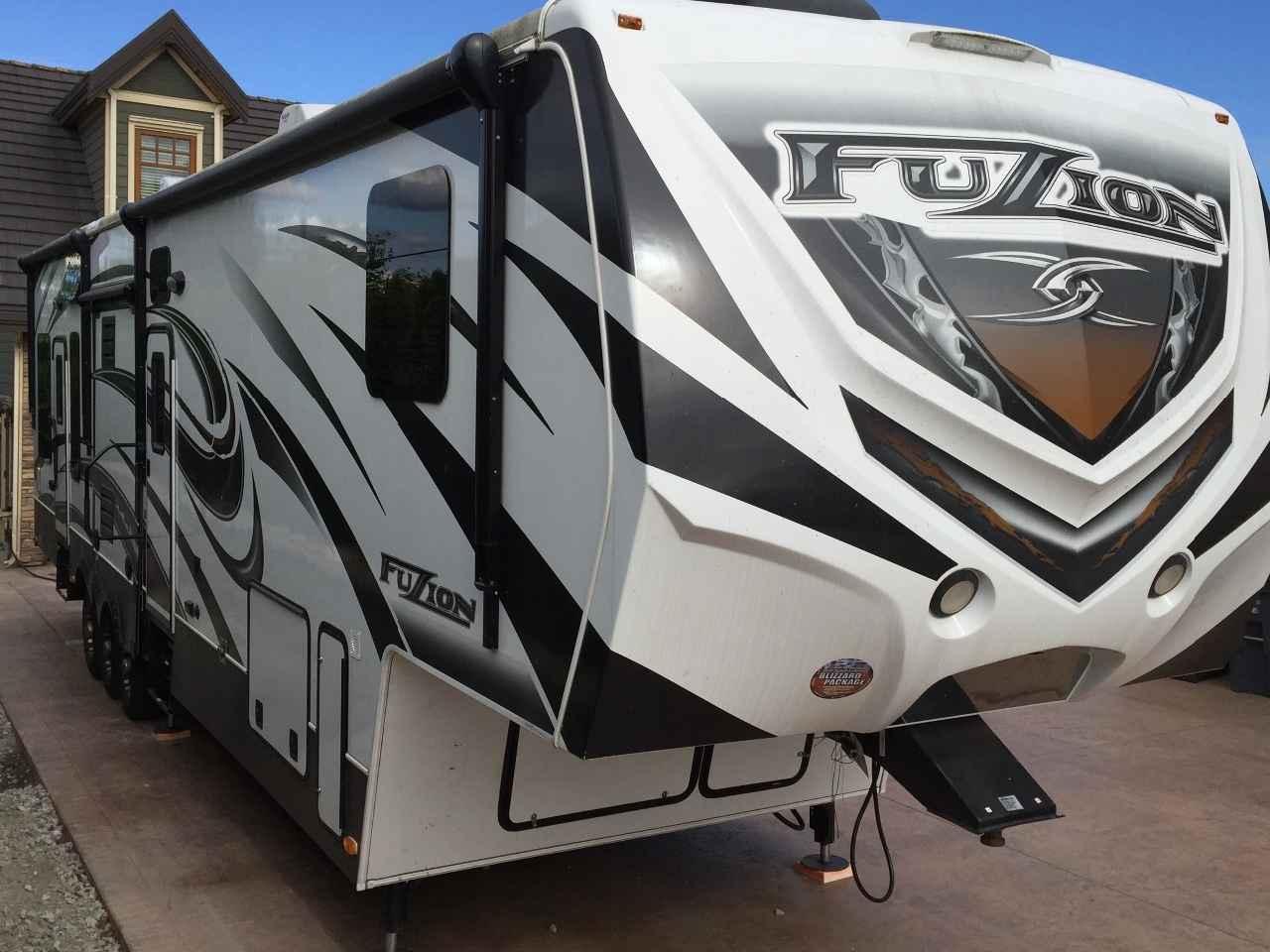 2014 Used Keystone FUZION 395 Toy Hauler in Washington WA