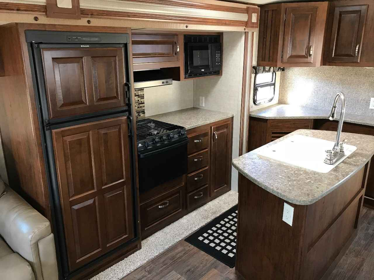 2014 Used Keystone Laredo 314re Travel Trailer In Michigan Mi