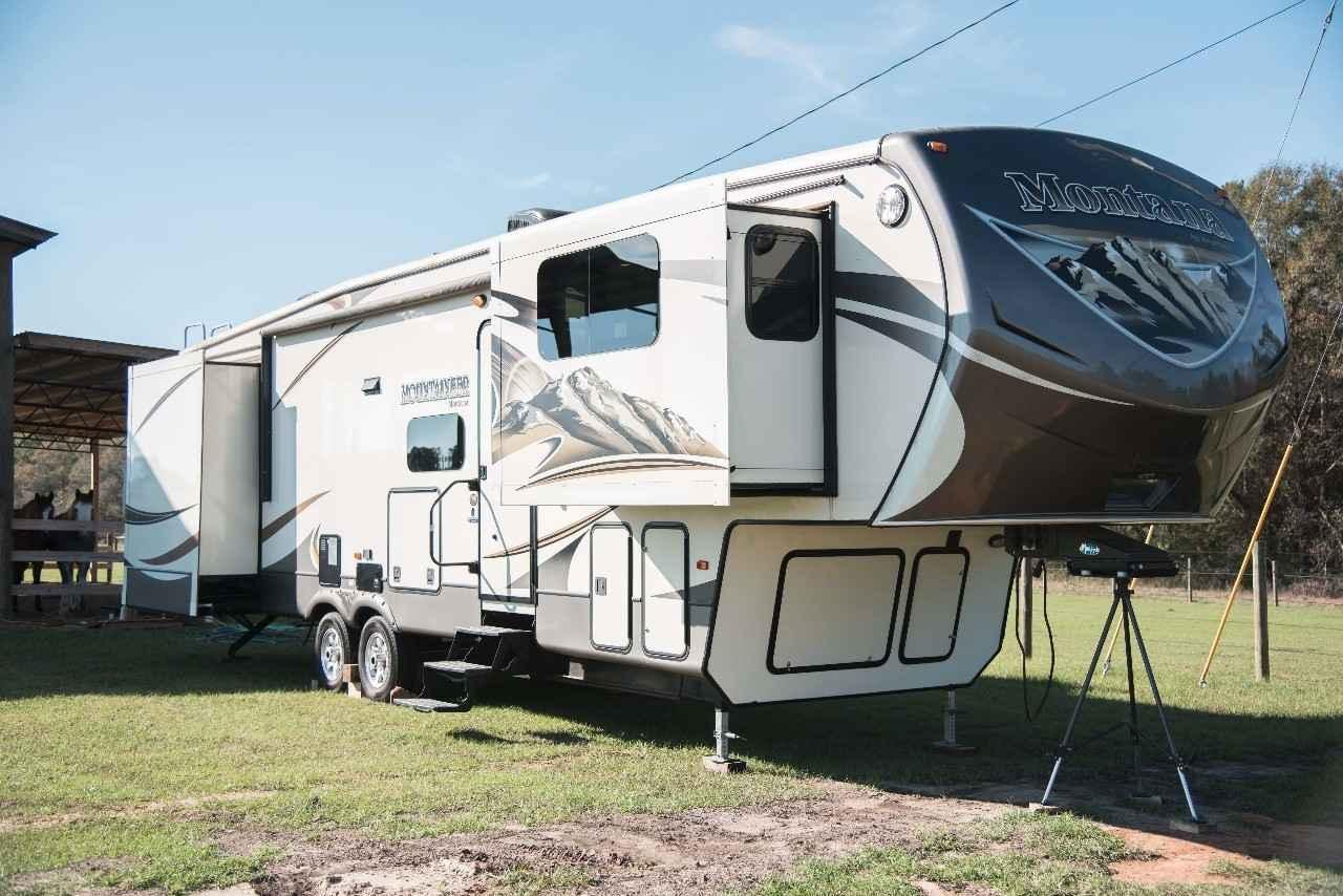 2014 Used Keystone Montana Mountaineer 375fl Fifth Wheel