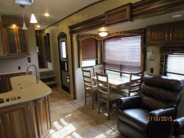 2014 Used Keystone Montana High Country 343rl Fifth Wheel