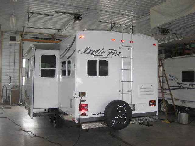 2014 Used Northwood Mfg Arctic Fox 25w Travel Trailer In