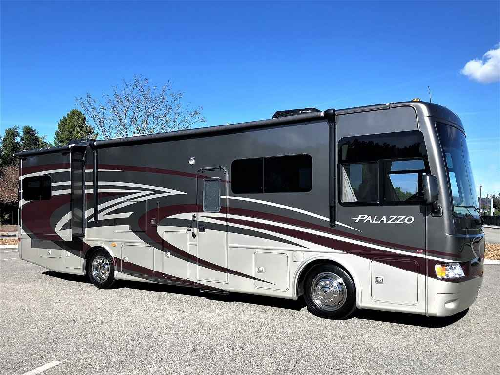 2014 used thor motor coach palazzo 33 3 double slide outs for Motor coaches with 2 bedrooms