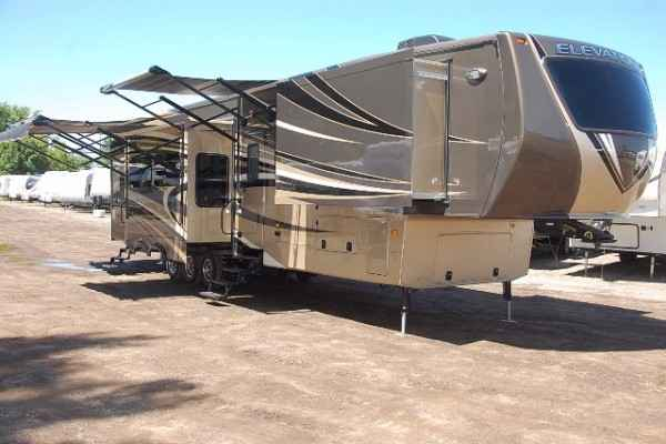 2015 new crossroads elevation las vegas tf38lv toy hauler in michigan mi 2015 new crossroads elevation las vegas