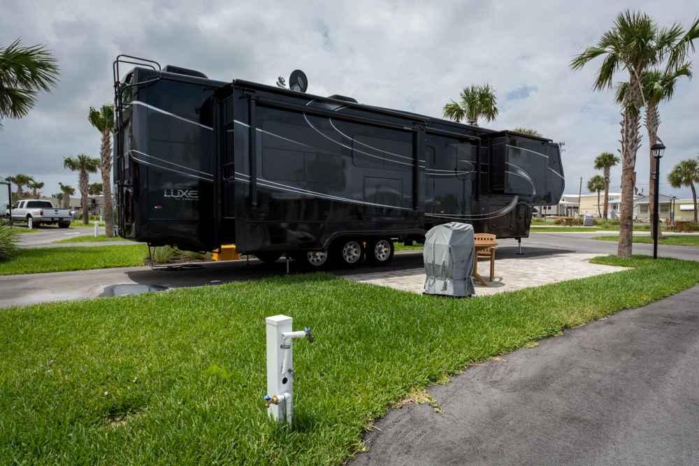 2015 Used Augusta Rv LUXE LF-42RL Fifth Wheel in Florida FL