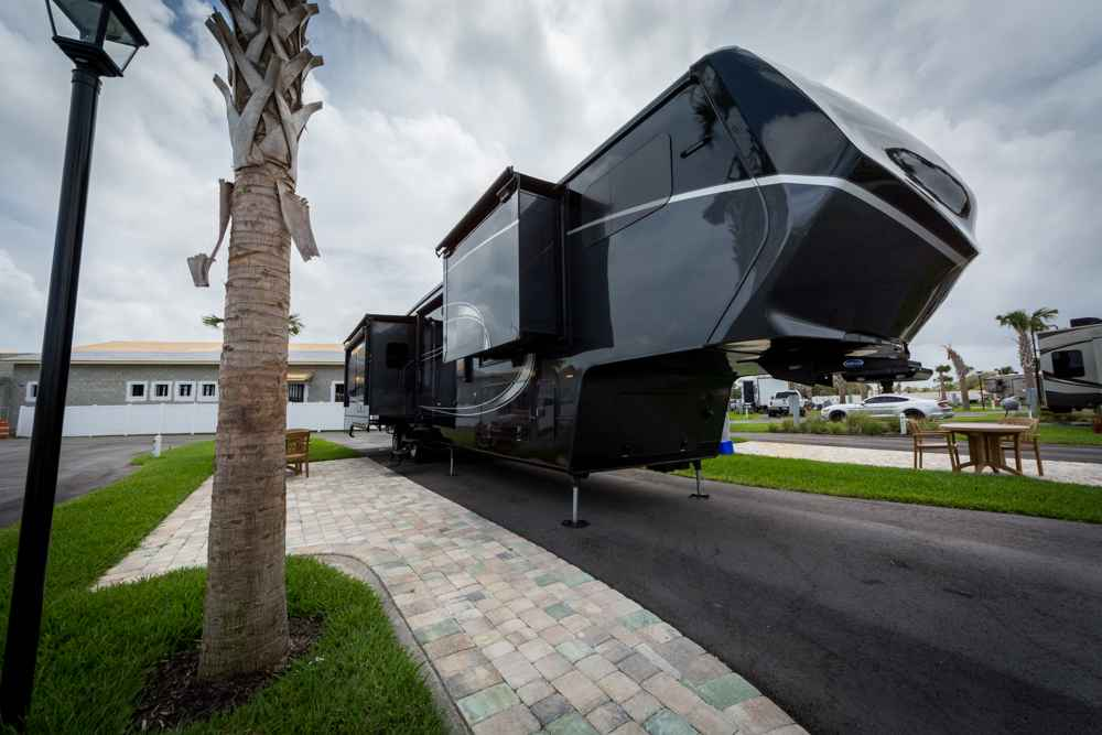 2015 Used Augusta Rv Luxe Lf 42rl Fifth Wheel In Florida Fl