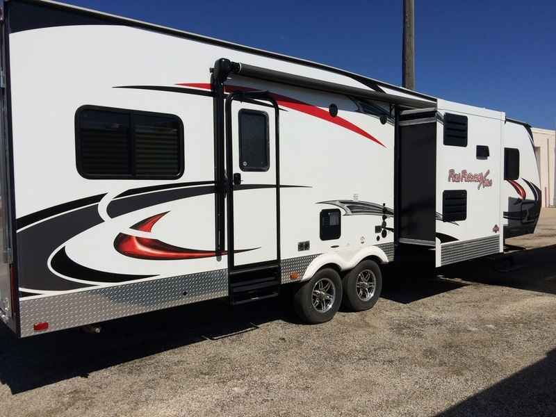 2015 used cruiser rv fun finder xtra xt 300 toy hauler in illinois il. Black Bedroom Furniture Sets. Home Design Ideas