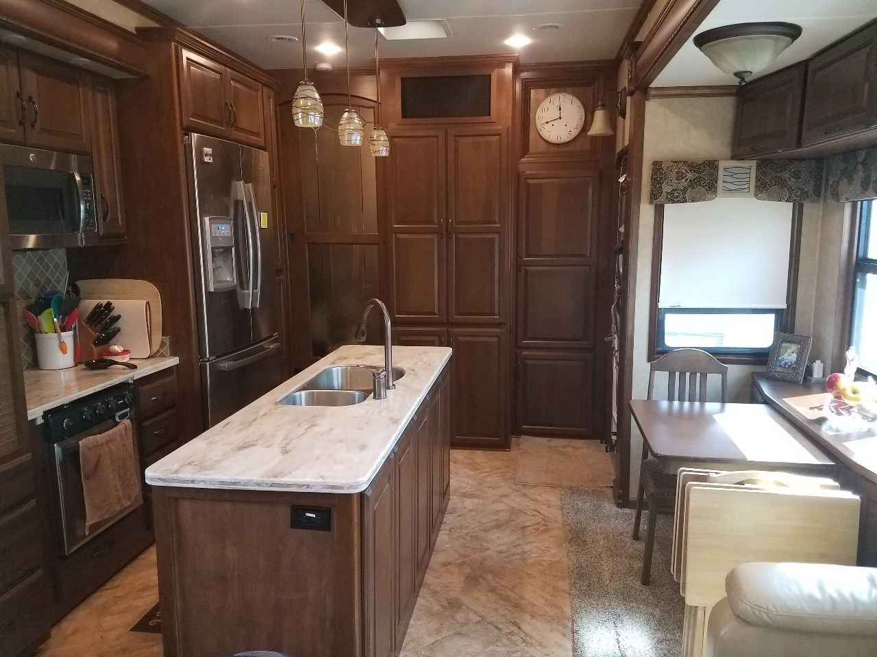 2015 Used Drv Mobile Suites 43 Manhattan Fifth Wheel In